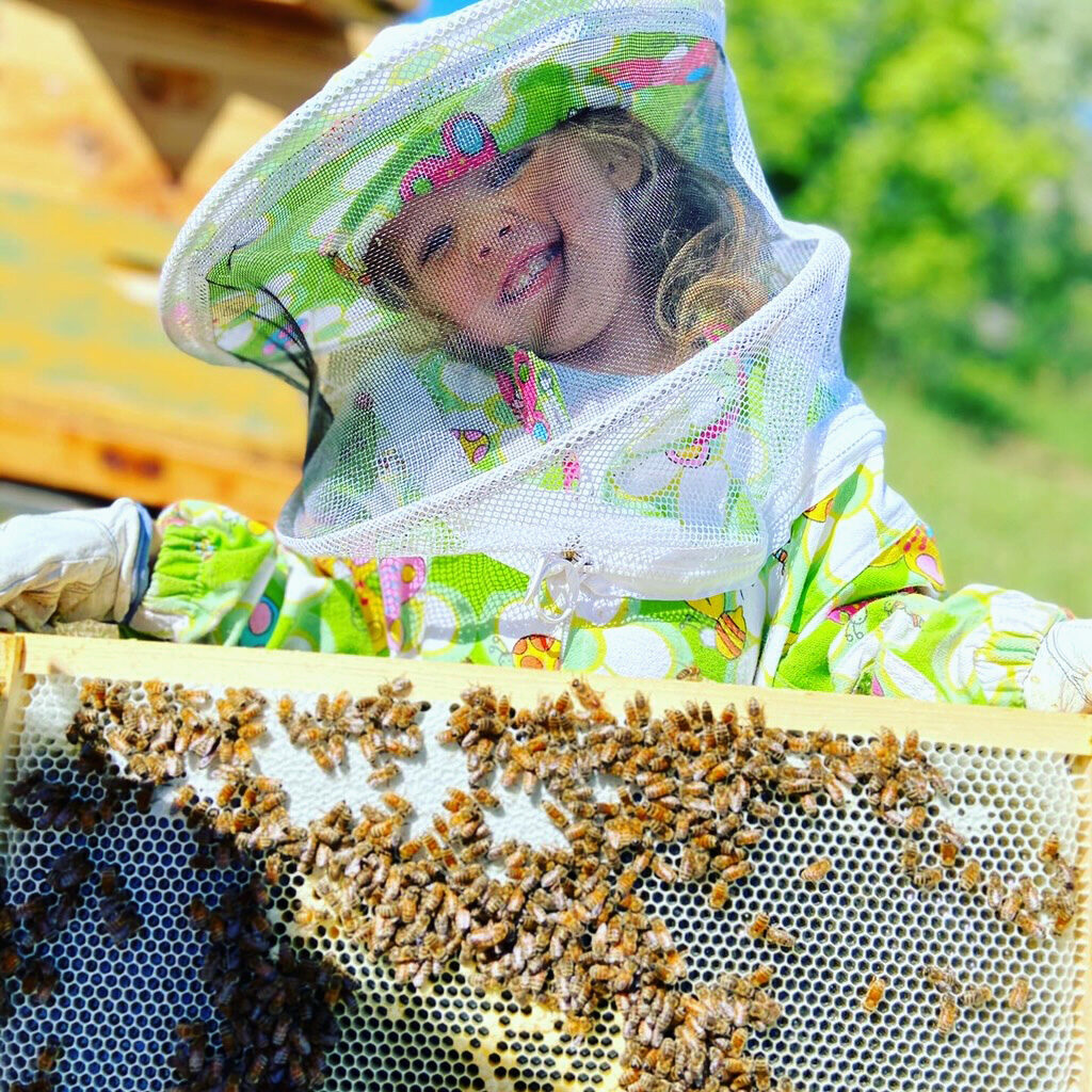 4-year-old girl takes up beekeeping at Deseret Hive Supply
